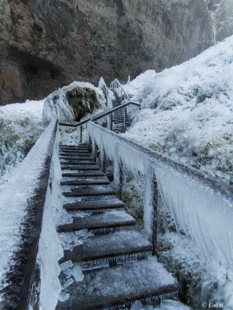 Seljalandfoss : l'accès à l'arrière de la cascade