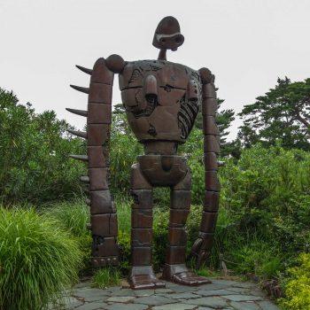 """Le robot de """"Laputa : Le château dans le ciel"""" sur le toit du Musée Ghibli - Mikata - Tokyo"""