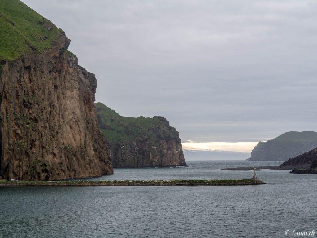 Vue les îles depuis le Ferry pour les îles Vestmann - Islande